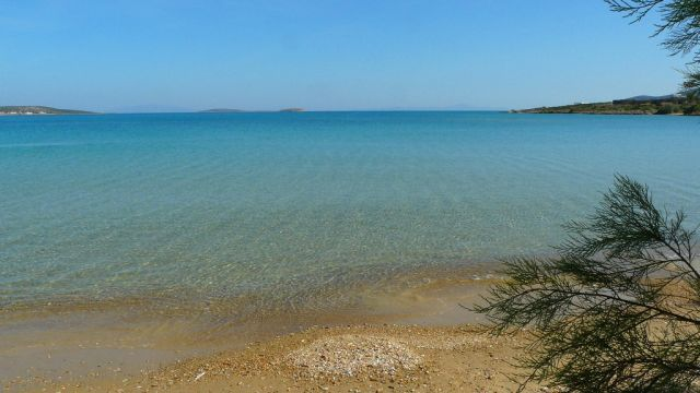 Antiparos island: Golden beaches and natural beauty